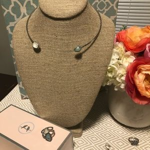Open collar mother-of-pearl necklace